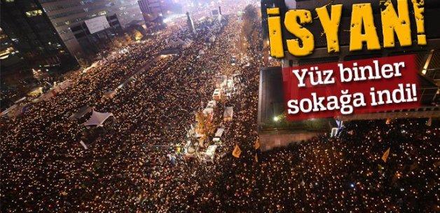 Güney Kore'de yüz binler sokağa indi