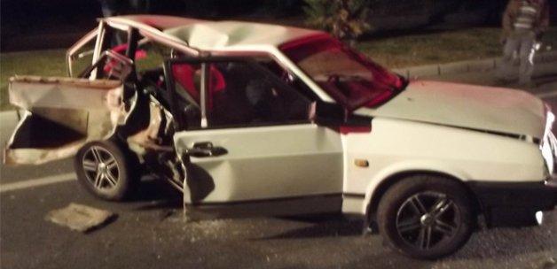 Kaza sonrası otomobil metal yığınına döndü