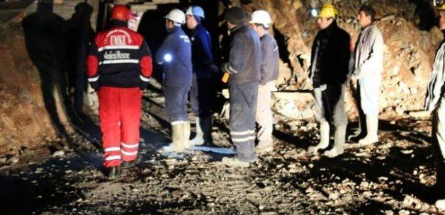 Krom madeninde göçükten 23 saat sonra kurtarıldı