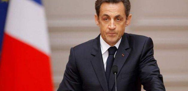Sarkozy'den flaş karar
