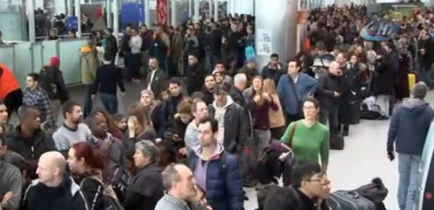 Atatürk Havalimanı'nda yolcuların bekleyişi sürüyor