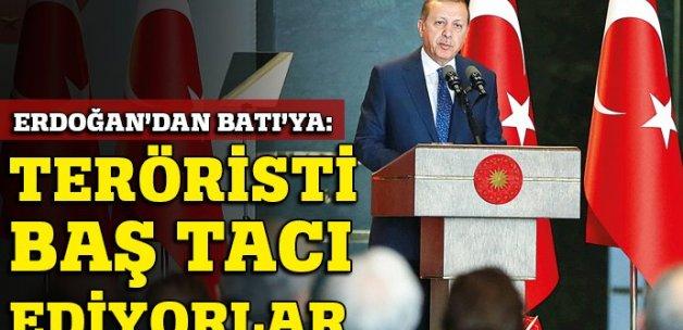 Erdoğan'dan Batı'ya: Firari teröristi baş tacı ettiler