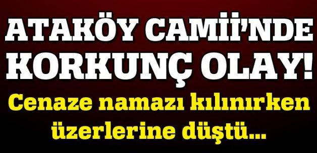 İstanbul'da cenaze namazı sırasında branda çöktü!
