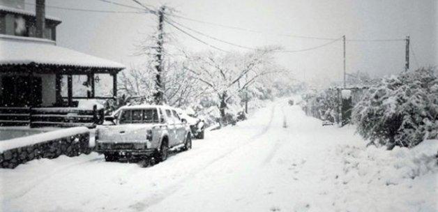 Kutup soğukları Akdeniz'e indi! Girit'e 40 yıl sonra kar yağdı