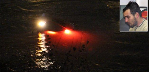 Otomobiliyle Seyhan Nehri'ne uçan sürücü son anda kurtuldu
