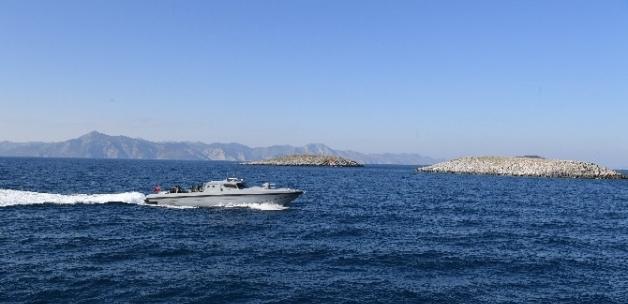 TSK, Yunan botunun Orgeneral Akar'ın Kardak'a girmesini önlemeye çalıştığı iddialarını yalanladı