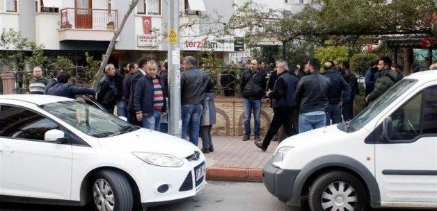 Antalya'da polis evinde intihar etti