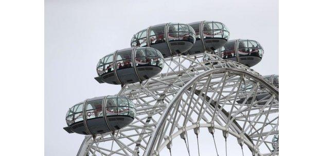 Londra'daki parlamento saldırısının ardından London Eye durduruldu, bazı kişilerin mahsur kaldığı görüldü
