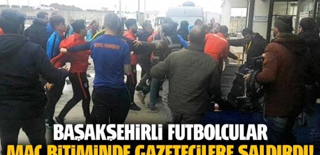 Başakşehirli futbolcular, maç sonunda gazetecilere saldırdı