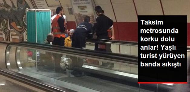 Taksim Metrosunda Korku Dolu Anlar! Yaşlı Turist Yürüyen Banda Sıkıştı