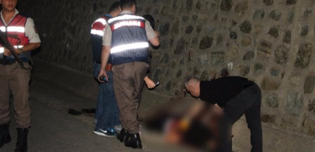 Sakarya'da Yol Kenarında Kanlar İçerisinde Ceset Bulundu
