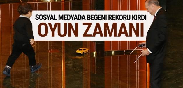 Erdoğan torunu ile birlikte çekilen fotoğrafı paylaştı!