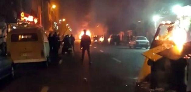 İran'da İsyan! Göstericiler Valilik Binasını Ele Geçirip Belediyeyi Ateşe Verdi