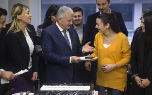 Gazeteciler tatil istedi Başbakan herkesi kahkahaya boğdu