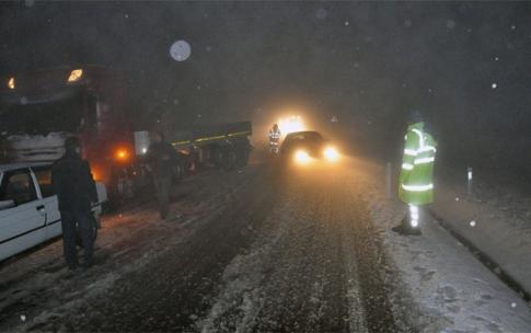 Zonguldak'ta onlarca araç yolda kaldı