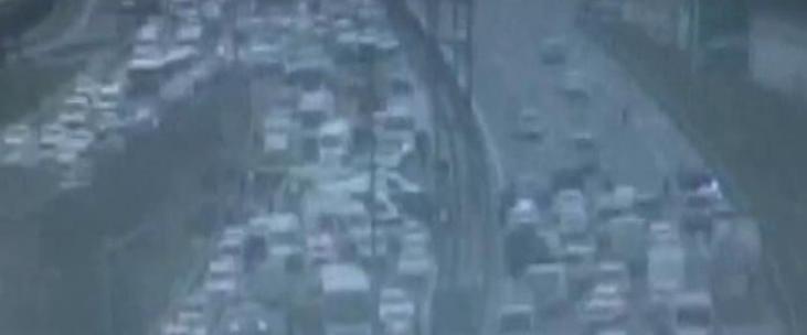 Çevik kuvvet minibüsü devrildi: 4 polis yaralı