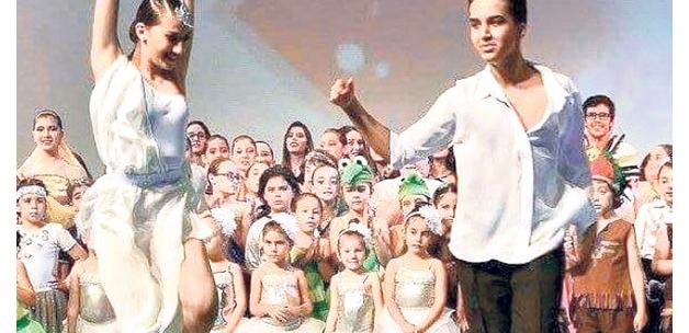 17 yaşındaki milli dansçı Ayvalık'ta son yolculuğuna uğurlandı