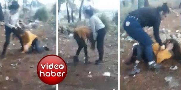 Görüntüler de-hş-ete düşürdü! Ormanlık alanda genç kıza korkunç iş-ke-n-ce