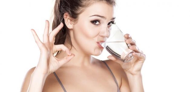 Sıcak veya Ilık Su İçmenin İnanılmaz 10 Faydası