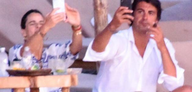 İbrahim Kutluay, sevgilisi Edvina Sponza ile Çeşme'de tatilde
