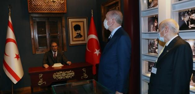 Erdoğan ve Bahçeli, Alparslan Türkeş'in evini ziyaret etti
