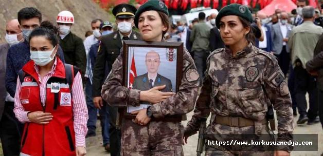 Şehit Fatih Güney'e memleketi Ordu'da son görev resmini özel harekatçı kardeşi taşıdı