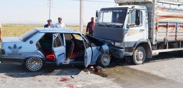 Hayvan yüklü kamyonet ile otomobil çarpıştı: 3'ü çocuk 9 yaralı