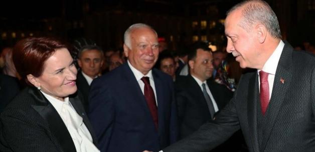 Mehmet Barlas, Meral Akşener'e Çiller'i hatırlattı: Şimdi de Cumhurbaşkanı Erdoğan'ın elini öpmeli