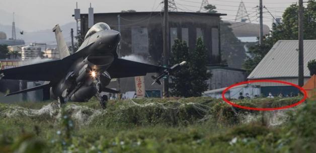 Tayvan'da savaş uçakları 24 metre genişliğindeki otoyola indi