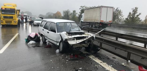 Sakarya'da 27 araçlı zincirleme kazalar: 3'ü ağır 17 yaralı