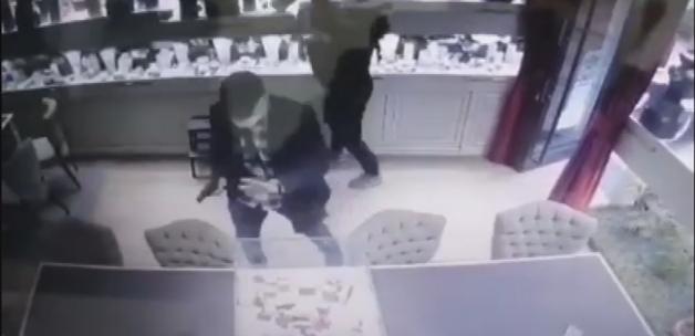 Şişli'de mücevherat mağazasında soygun: Şüpheliler kamerada