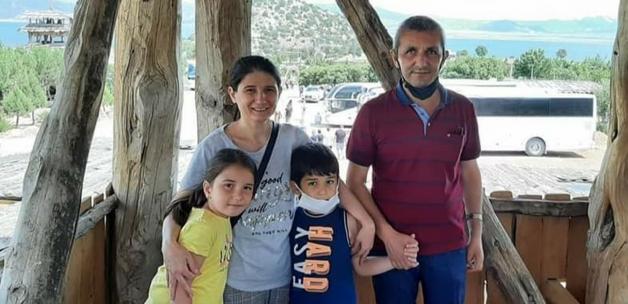 Trafik kazasında yok olan 4 kişilik aile, gözyaşlarıyla toprağa verildi