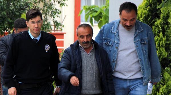 20 Lirasını İsteyen Arkadaşını Bıçakladı