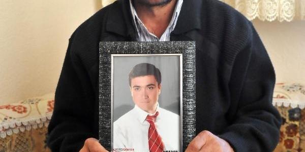 20 Yaşindaki Oğlu Ameliyatta Öldü, Doktorlari Suçladi