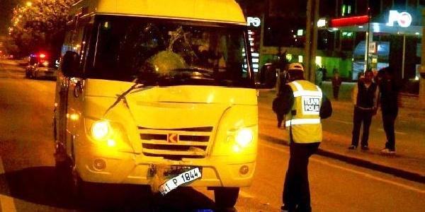 20 Yillik Kamyon Şoförü Minibüs Altinda Öldü