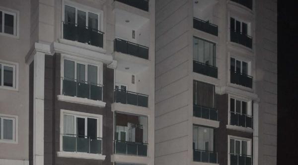 22 Katlı Binada Çikan Yangın Panik Yarattı