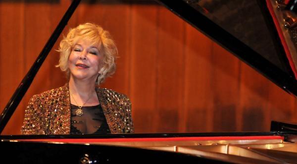 22 Yıl Önce Kullandığı Piyano İle Resital Verdi