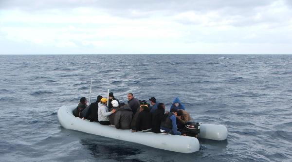 26 Kaçağı, Sahil Güvenlik Ekipleri Kurtardı