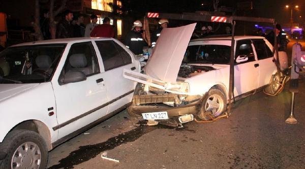 2 Araca Çarpan Otomobilin Sürücüsünün Ehliyetine El Konuldu