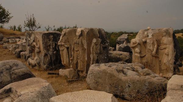 2 Bin Yıllık Tapınak Mezarı Kurtarma Kazısı