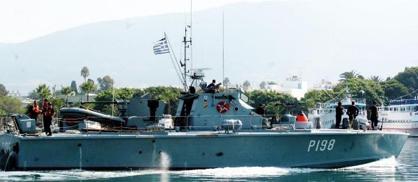30 Gündür Yunan Adasında Zorunlu Tatildeler