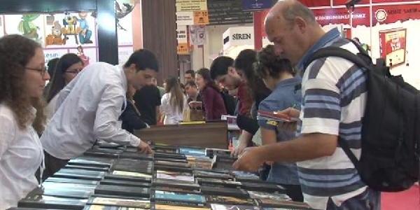 32. Uluslararasi Istanbul Kitap Fuari Açildi