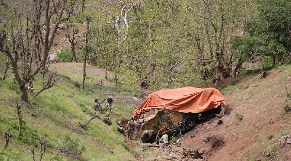 3 Askerin Şehit Olduğu 'kirpi' 150 Metrelik Uçuruma Yuvarlanmış