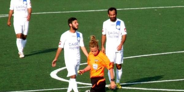 3 Kadin Futbol Hakemine Tam Not