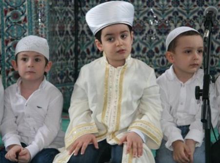 4.5 yaşında Kuran-ı Kerim'i hatim etti!