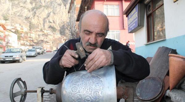 45 Yıldır Semavere Türk Ve Osmanlı Motifi İşliyor