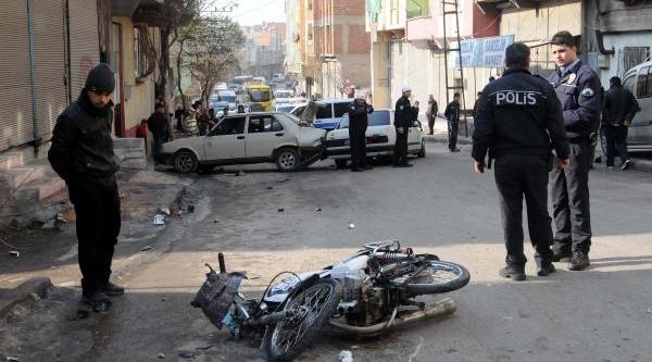 4 Kişiyi Yaralayan Sürücü Otomobilini Birakip Kaçti