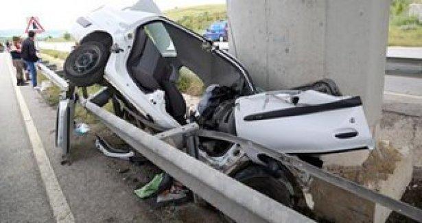 4 ölümlü kazadan geriye düğün davetiyesi kaldı