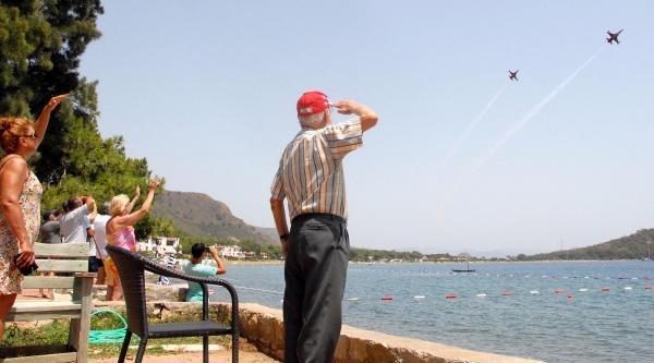 50 Yıllık Vefa; Türk Yıldızları, 'akrobasinin Dedesi'nin Elini Öptü