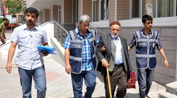 52 Yıllık Eşini 7 Yerinden Bıçaklayıp Öldürdü (2)